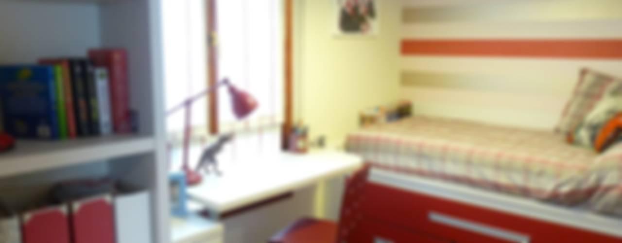 Una habitación juvenil para un joven gran seguidor del Athletic de Bilbao Dec&You Dormitorios infantiles de estilo moderno