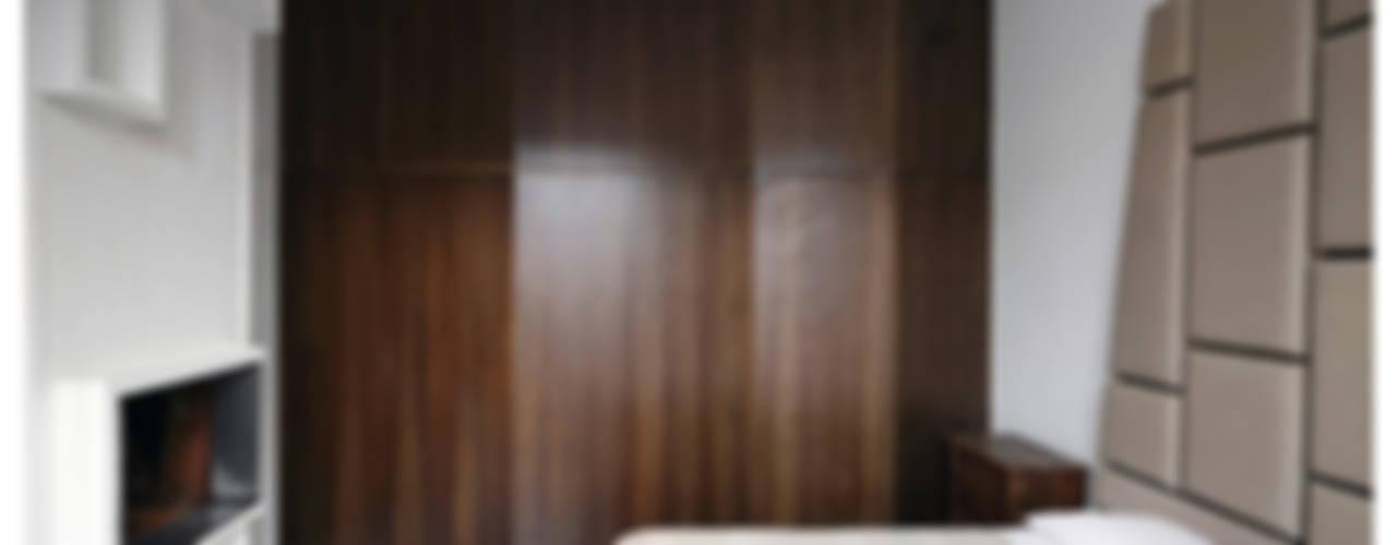 Dormitorios de estilo ecléctico de Garbadellarchitetti Ecléctico