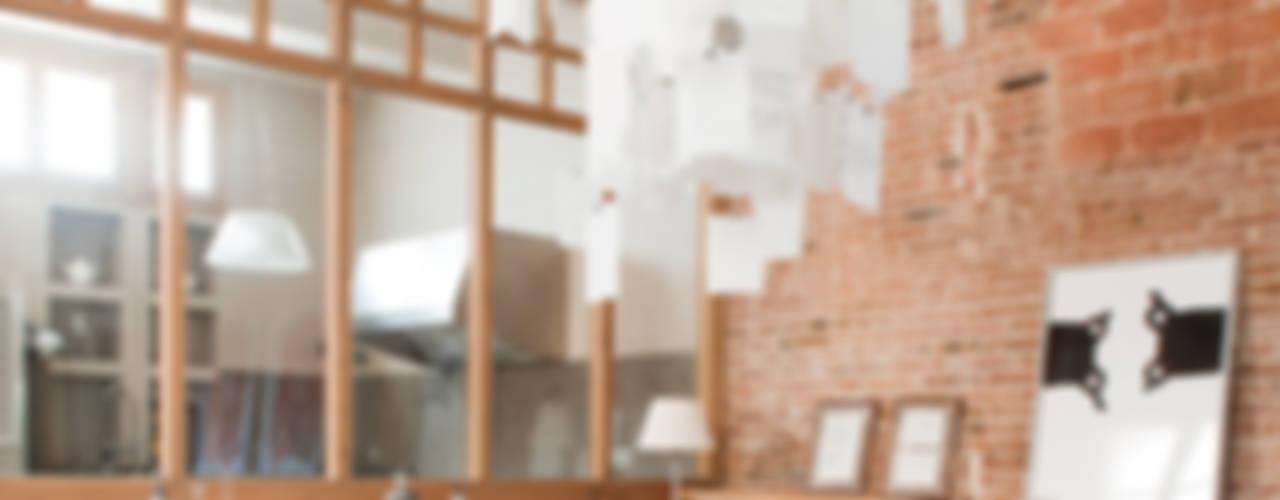 Minimalist dining room by The Room Studio Minimalist