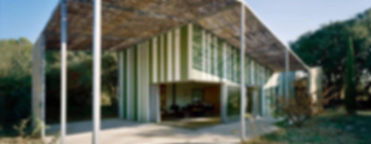 Casa en Gaüses: Casas de estilo  de Anna & Eugeni Bach