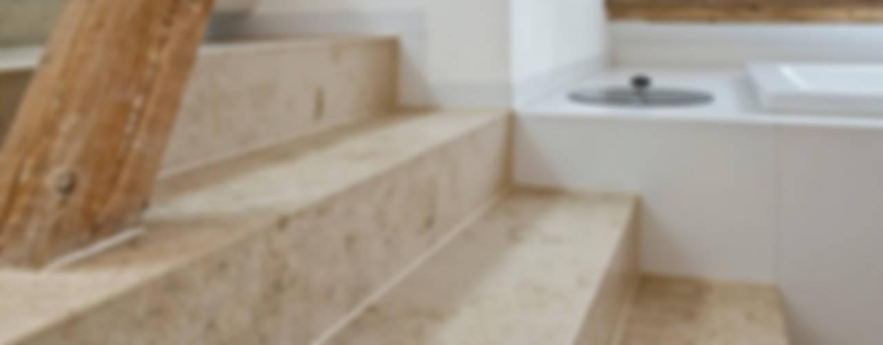 Im denkmalgeschützten Vierkanthof trifft Tradition auf Moderne von Pientka - Faszination Naturstein Modern