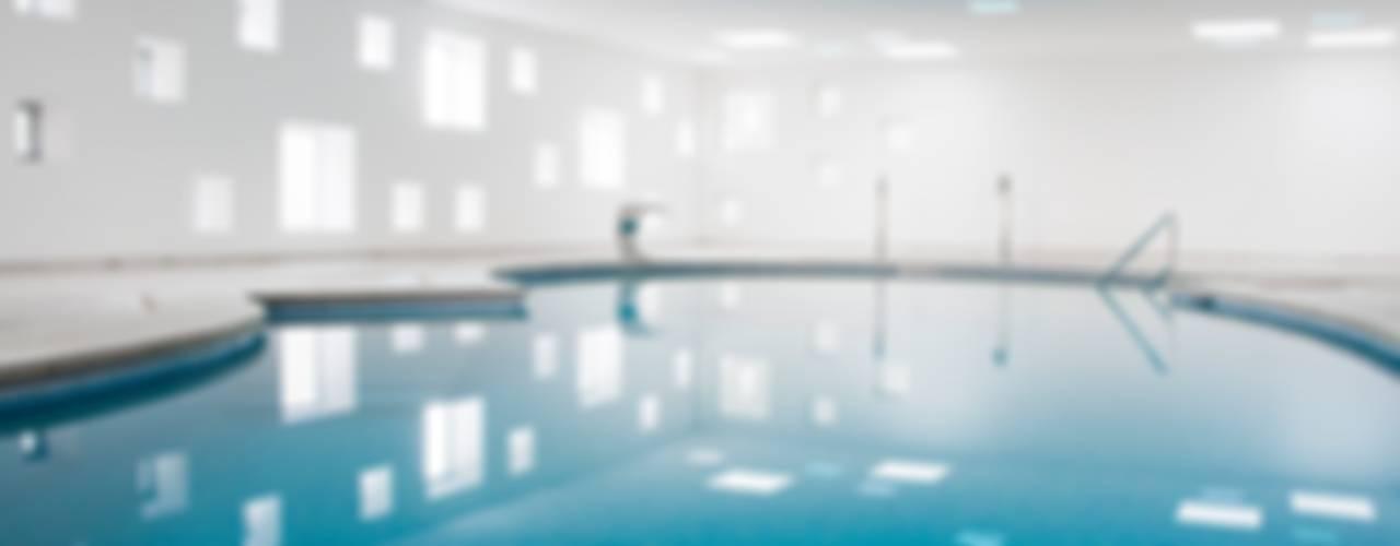 Piscina y Spa de un Hotel Spa de estilo minimalista de A2arquitectos Minimalista