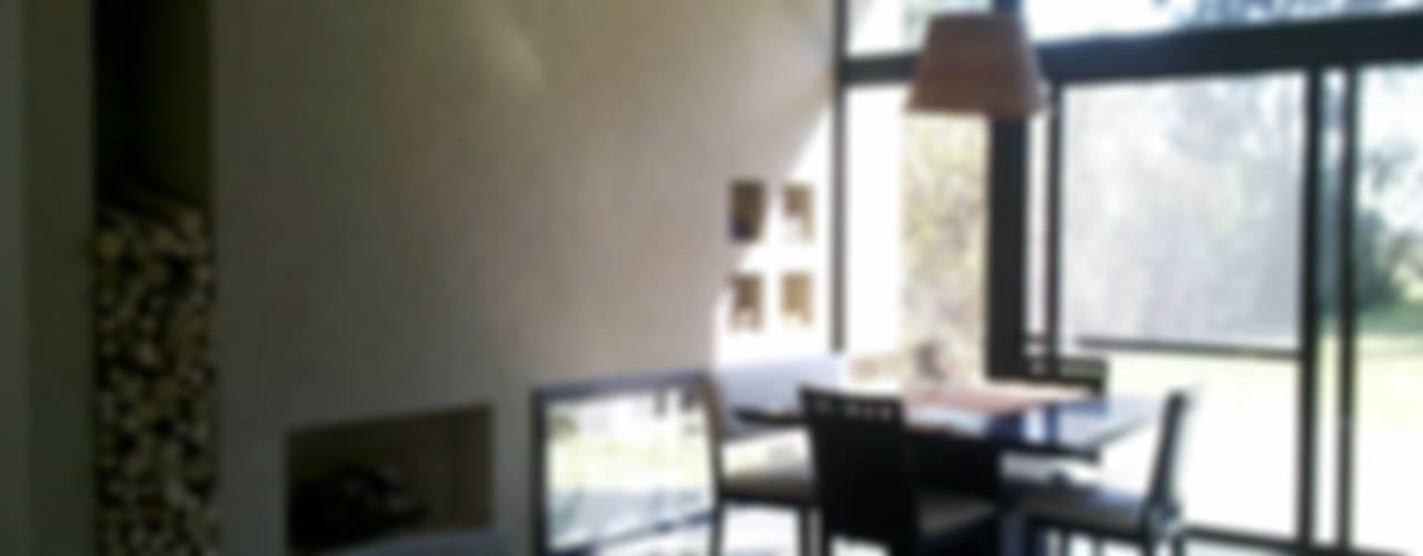 Sala da pranzo in stile in stile Moderno di CC|arquitectos