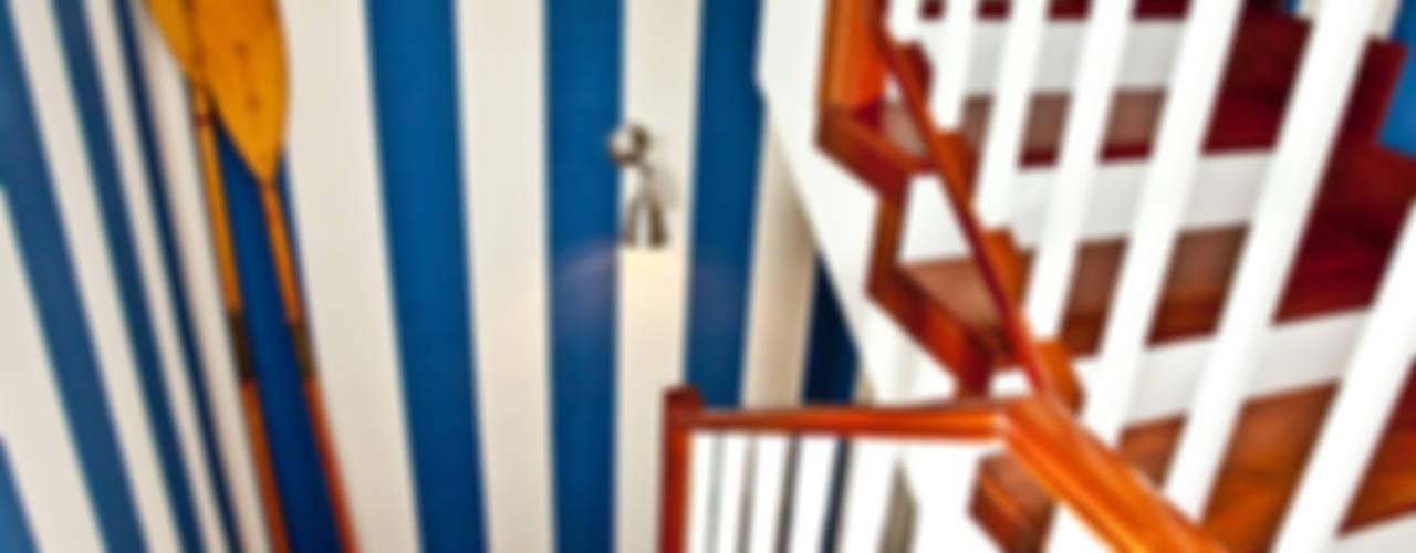 Pasillos y hall de entrada de estilo  por www.rocio-olmo.com,