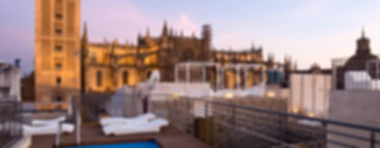 Hotel EME in Seville, Spain Бассейны в эклектичном стиле от Donaire Arquitectos Эклектичный