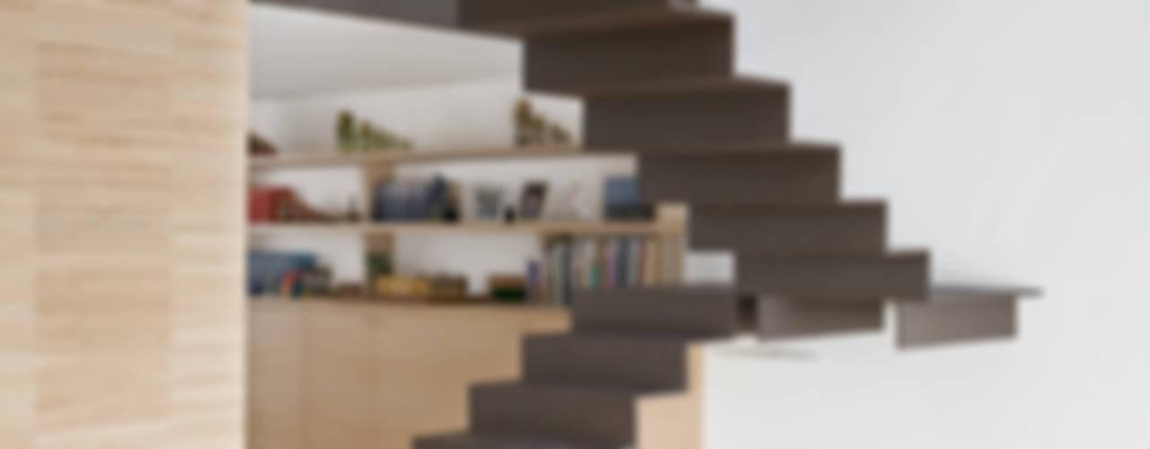 4 amici | 4 lofts Ingresso, Corridoio & Scale in stile industriale di roberto murgia architetto Industrial
