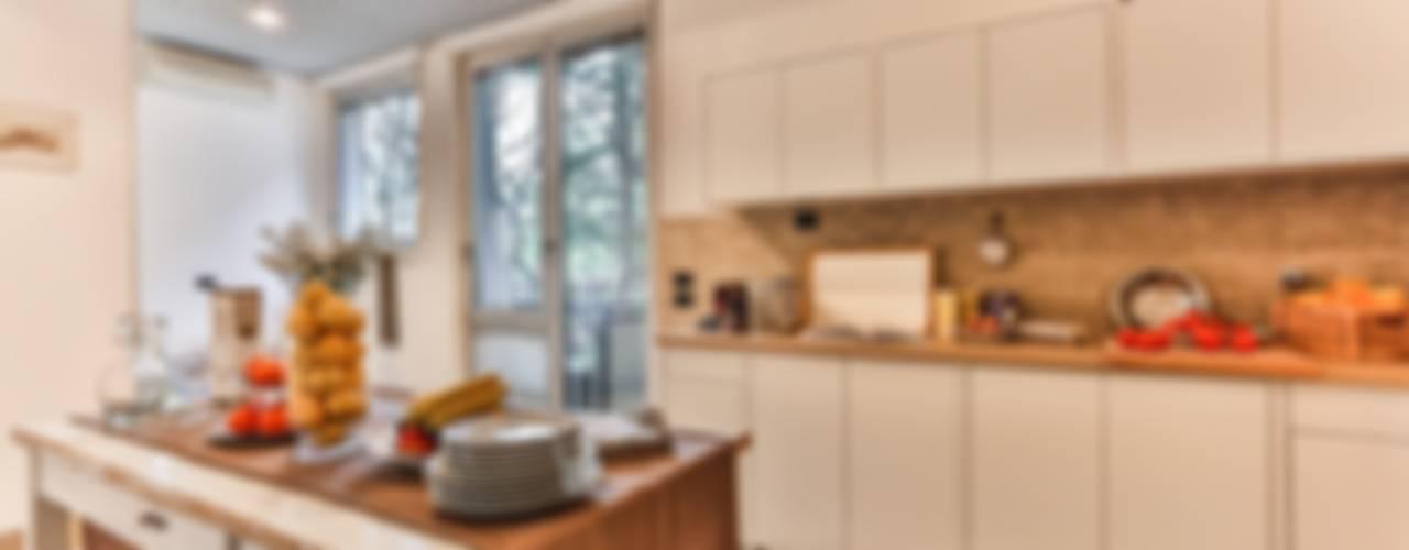 Cocinas de estilo clásico de Bologna Home Staging Clásico