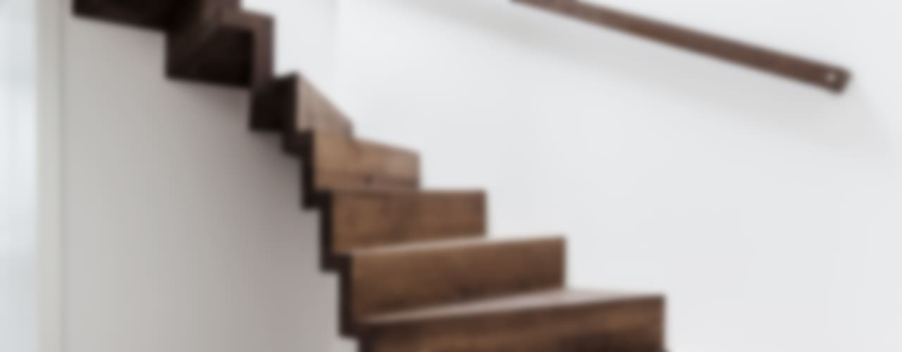 Pasillos, vestíbulos y escaleras modernos de ONE!CONTACT - Planungsbüro GmbH Moderno