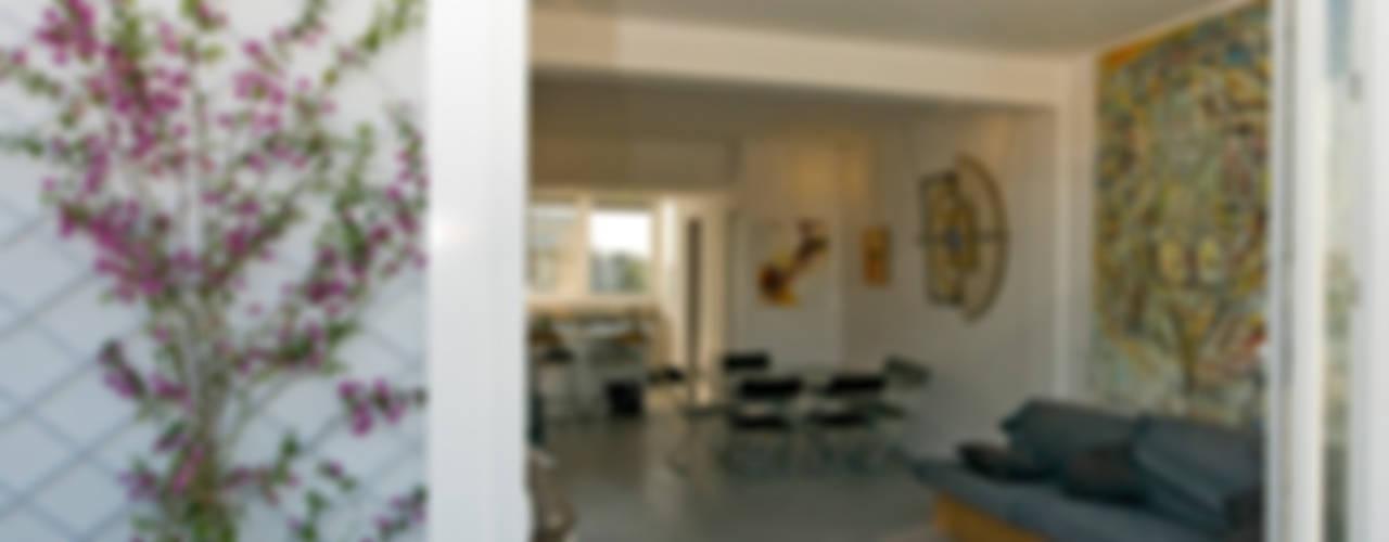 Ristrutturazione di un appartamento in Roma – 70 mq Balcone, Veranda & Terrazza in stile moderno di Fabiola Ferrarello architetto Moderno