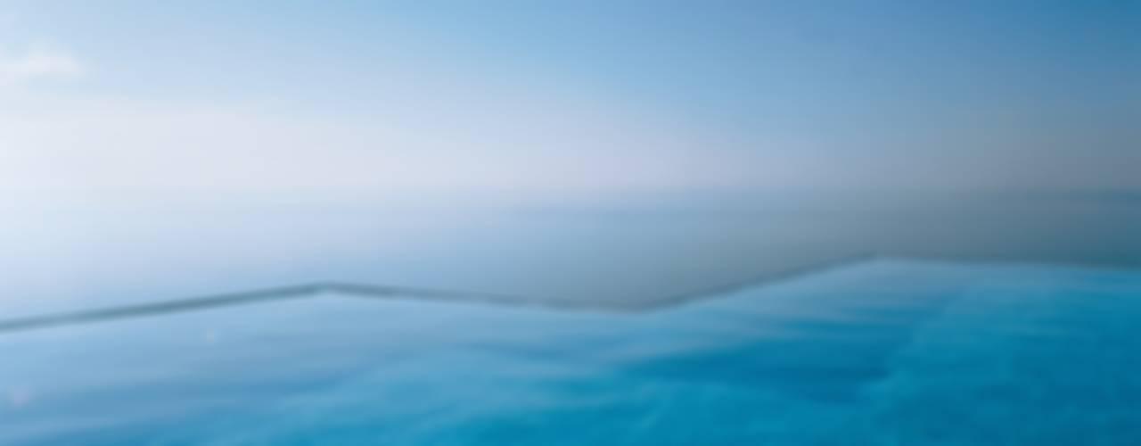 モダンスタイルの プール の Ramón Esteve Estudio モダン