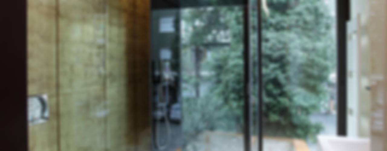 Baños modernos de Cumo Mori Roversi Architetti Moderno