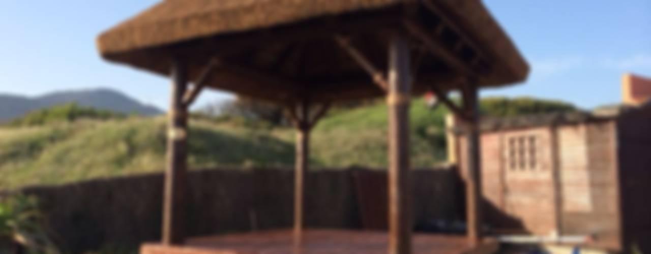 Cama balinesa o chill out:  de estilo tropical de GRUPO ROMERAL, Tropical