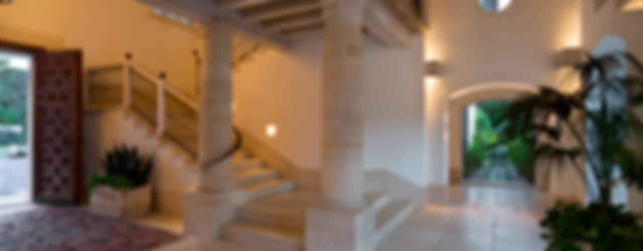 Pasillos, halls y escaleras rústicos de Artigas Arquitectos Rústico