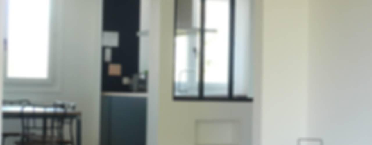 Restructuration d'un appartement de 90m² dans les Yvelines : La cuisine Cuisine industrielle par Delphine Gaillard Decoration Industriel