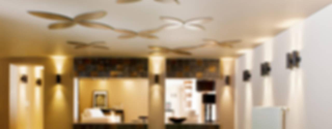 Hotéis modernos por RAUM + INHALT Moderno