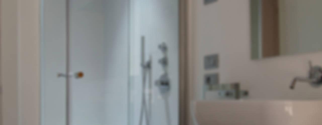 Box doccia con porta scorrevole di GAL srl Moderno