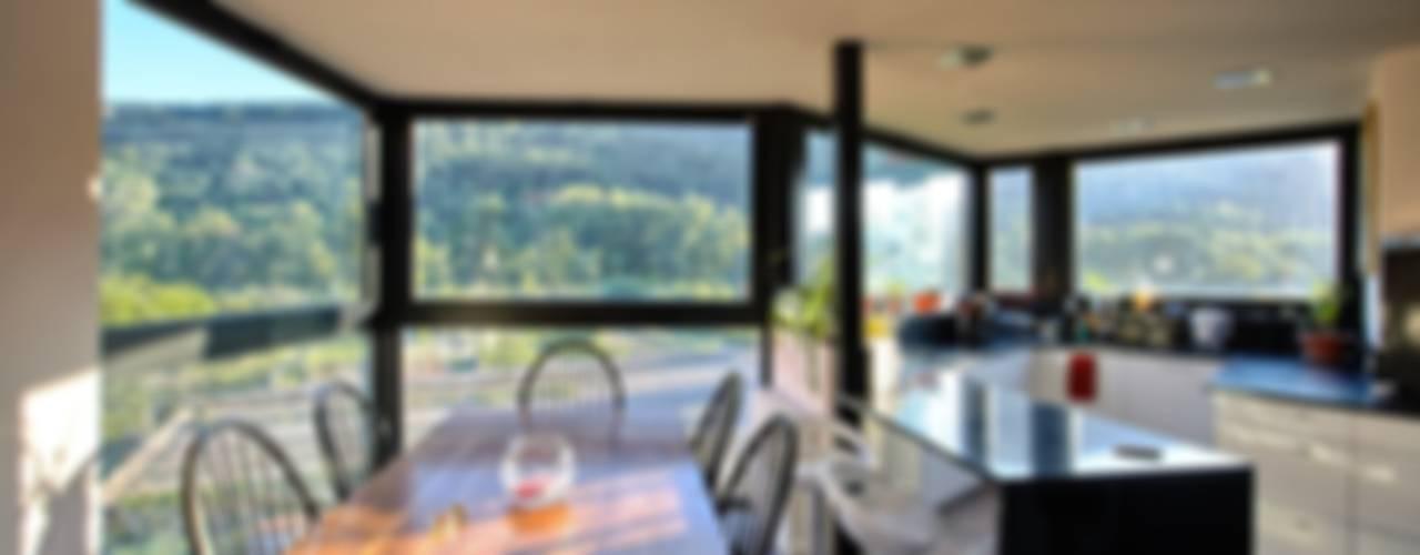 Casa Mariposa en Besalú Cocinas de estilo moderno de MIAS Architects Moderno