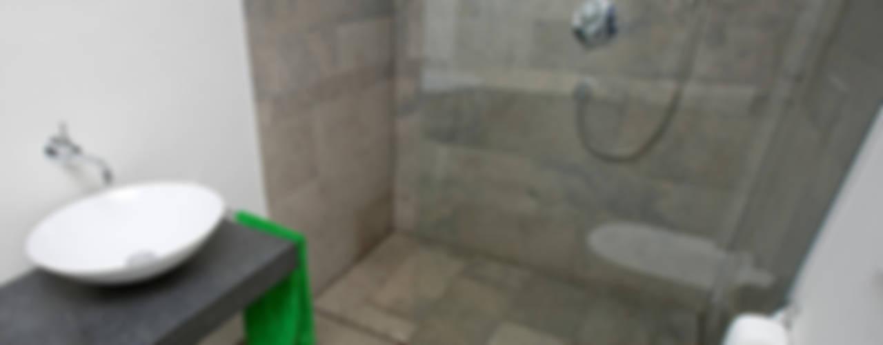 bodengleiche Duschen:   von baqua GmbH  Manufaktur für Bäder