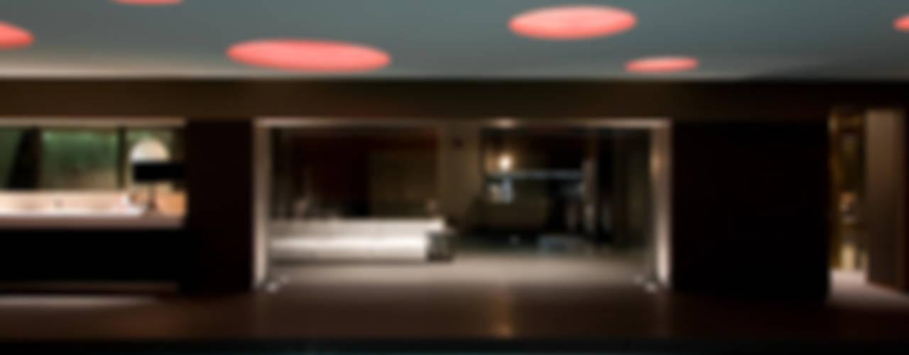 Spa de estilo  por Cannata&Partners Lighting Design