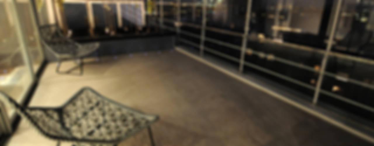 Southbank, London Balkon, Beranda & Teras Modern Oleh Urban Roof Gardens Modern