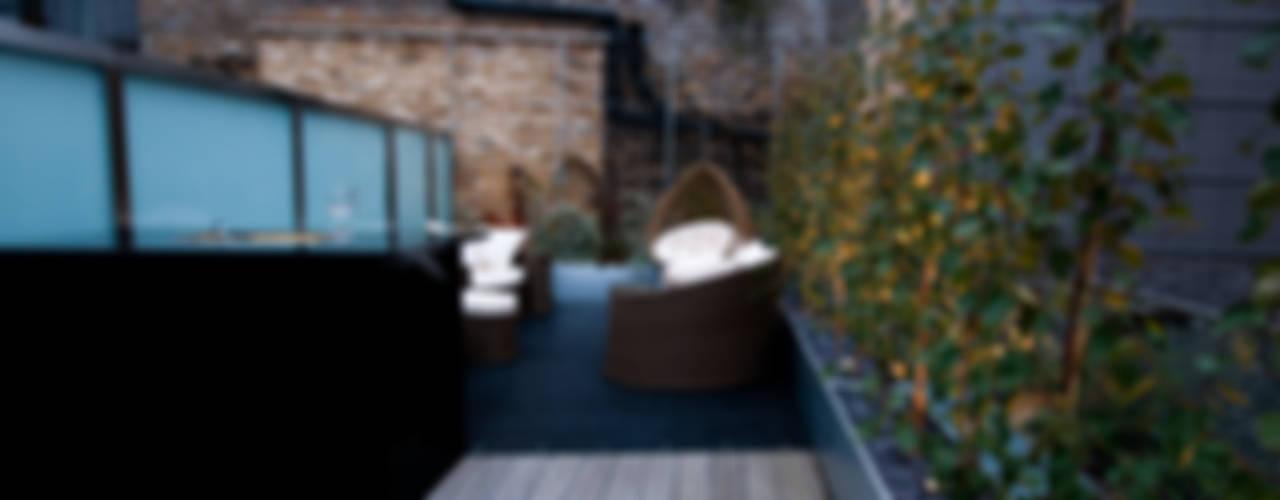 London Bridge, London Balcones y terrazas de estilo moderno de Urban Roof Gardens Moderno