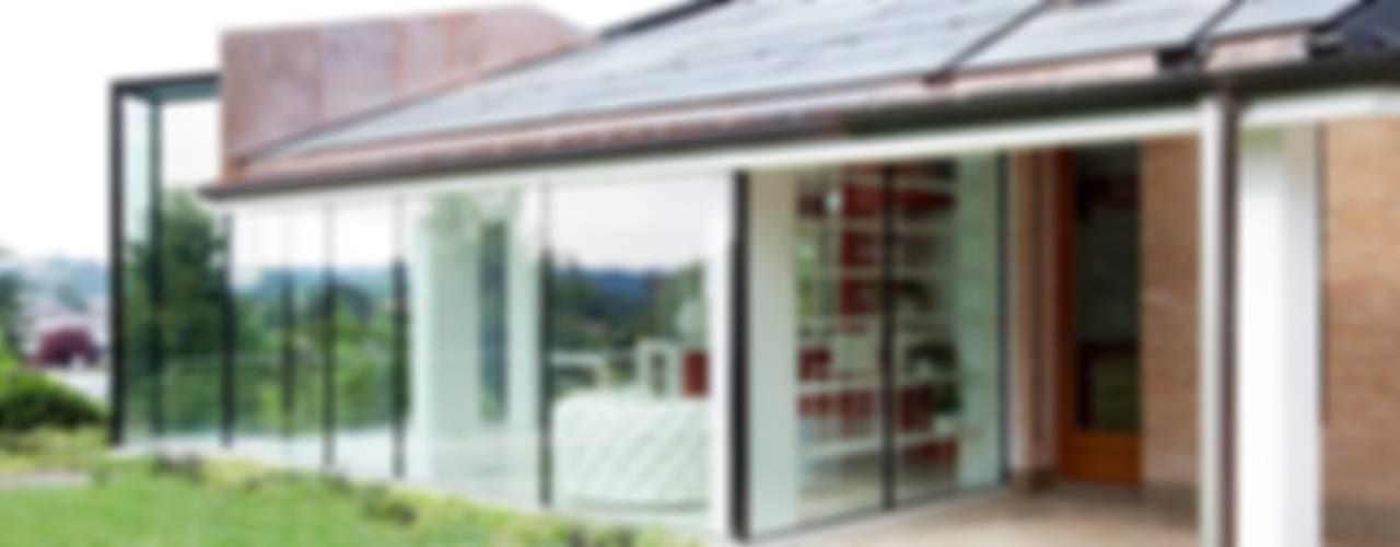 Glass Kitchen Кухня в стиле модерн от ARCHICURA Модерн