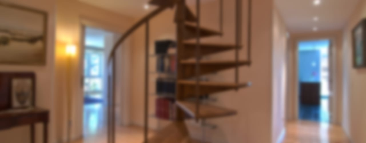 Classic style corridor, hallway and stairs by Apersonal Classic