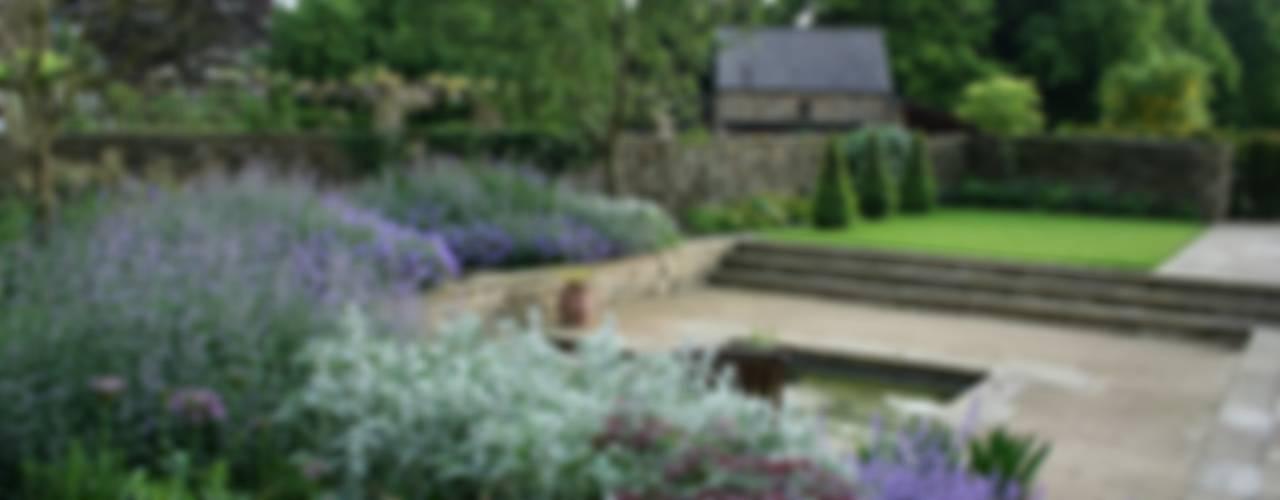 Rural Garden Bestall & Co Landscape Design Ltd Giardino moderno