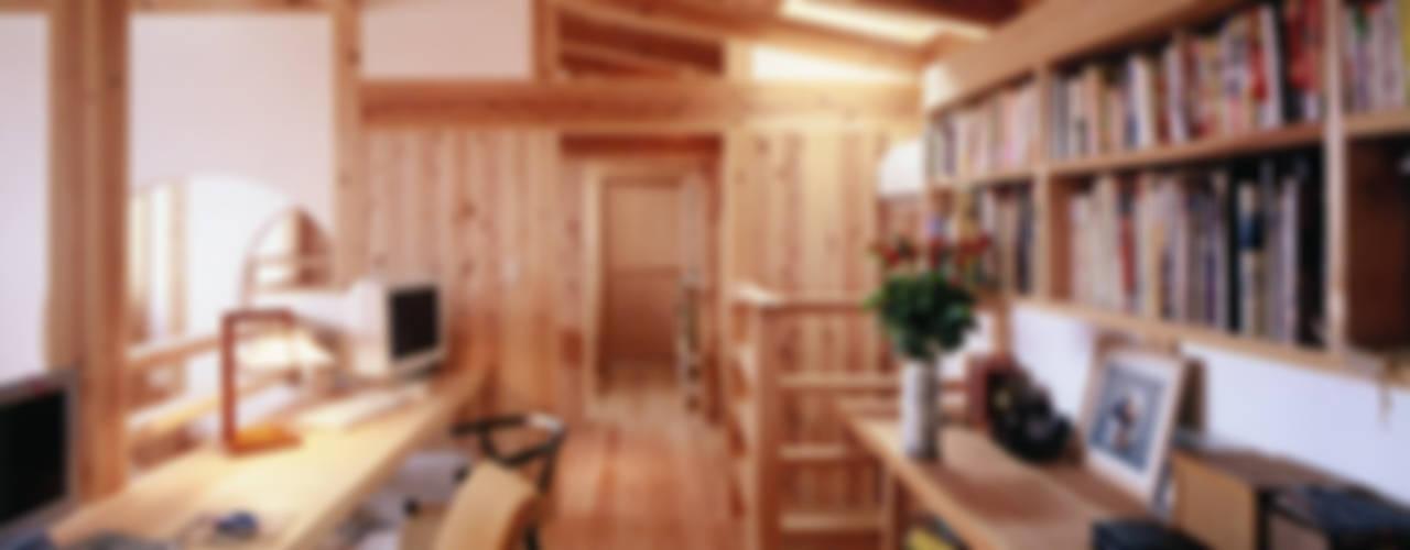 中庭で繋ぐ二世帯の家 クラシックデザインの 多目的室 の T設計室一級建築士事務所/tsekkei クラシック
