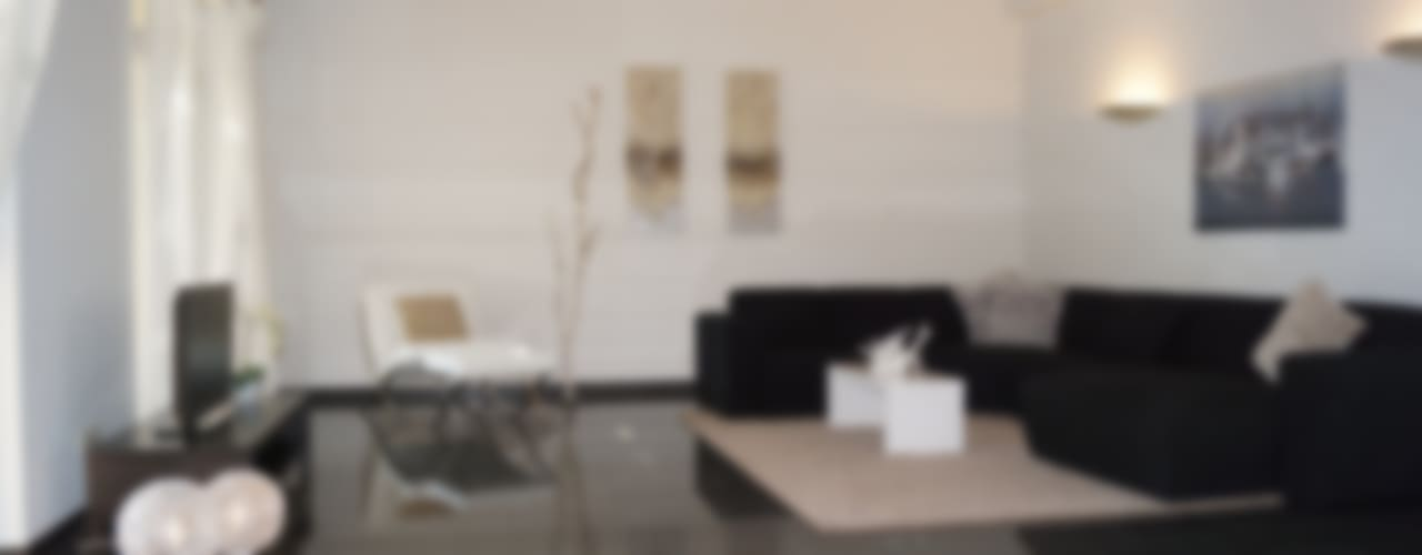 VERKAUFT in 16 Tagen, Mehrerlös 32.500,-, Kosten 4200,- Moderne Wohnzimmer von HomeStagingDE Modern