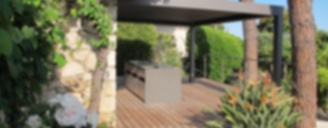 Terrazza in stile  di INSIDE Création