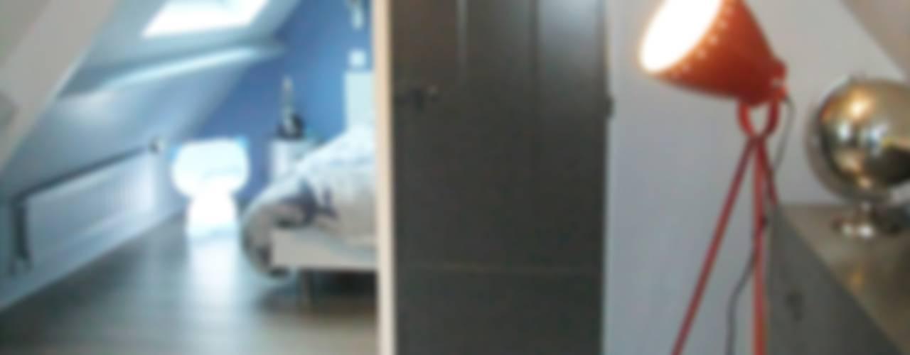 Espace sommeil et détente créé sous combles Chambre d'enfant moderne par HOME feeling Moderne