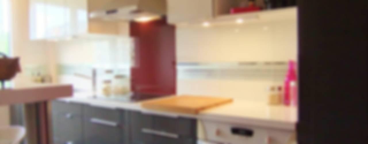 Rénovation d'un appartement / Nouvelle cuisine équipée. Cuisine moderne par HOME feeling Moderne