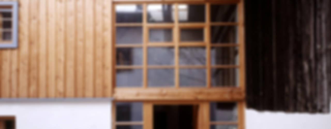 Scheunenausbau in Antwort/Chiemgau Rustikale Häuser von Gabriele Riesner Architektin Rustikal