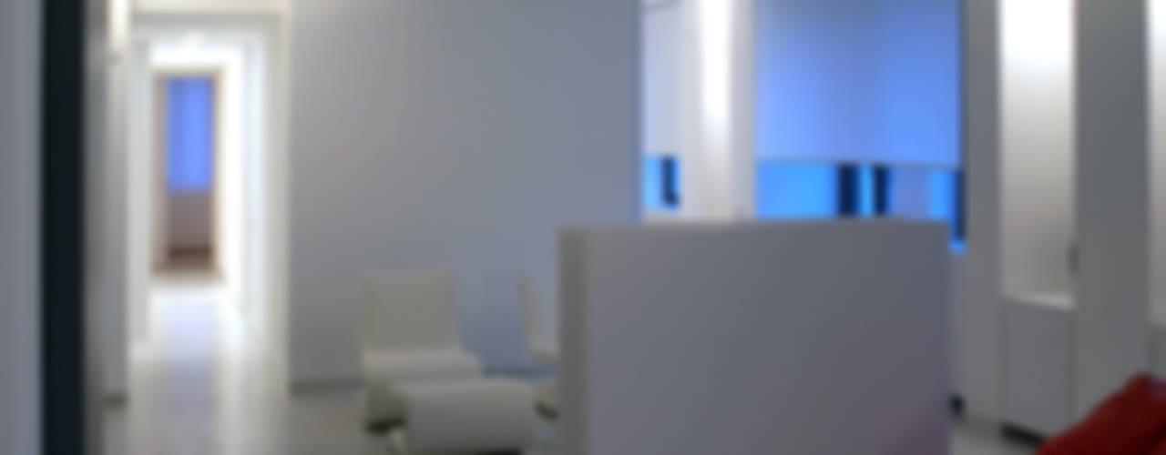 LOFT - BERGAMO SERGIO PASCOLO ARCHITECTS Case in stile minimalista