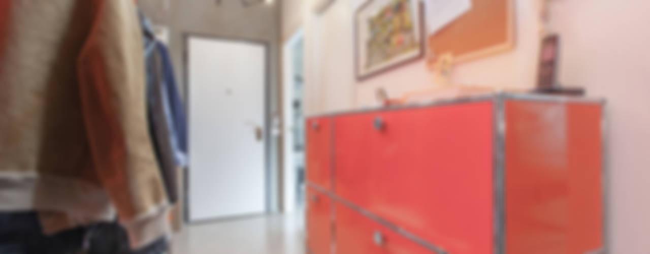 LOFT APARTMENT in milan Ingresso, Corridoio & Scale in stile industriale di studio matteo fieni Industrial