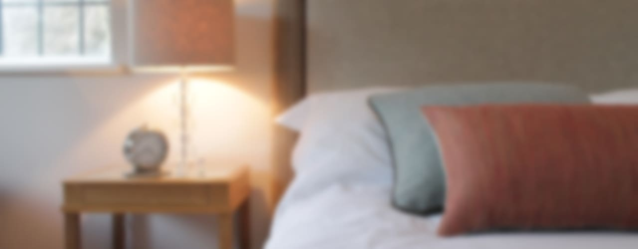 Bainbridge Luxury Upholstered Bed od TurnPost Nowoczesny