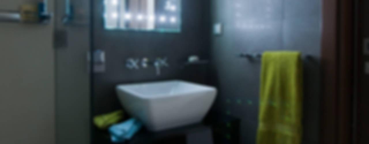 Quinta do Lago Modern bathroom by Cheryl Tarbuck Design Modern