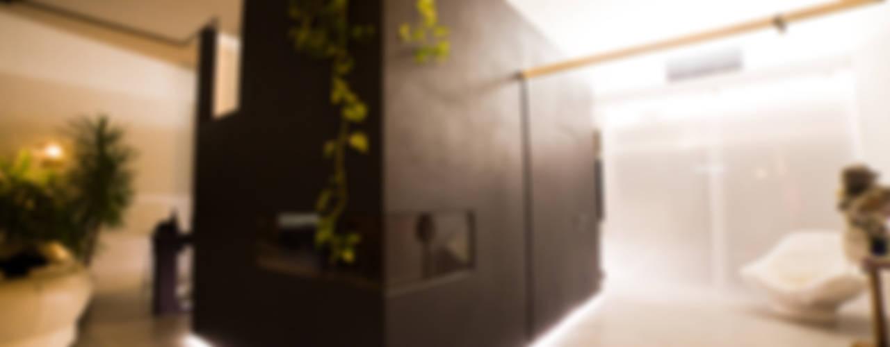 DOCK_52_da garage a residenza Soggiorno in stile industriale di laprimastanza Industrial