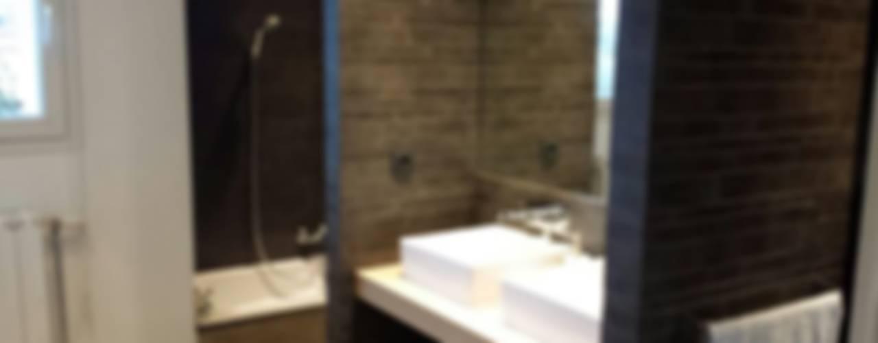 Modern bathroom by agence concept decoration Modern