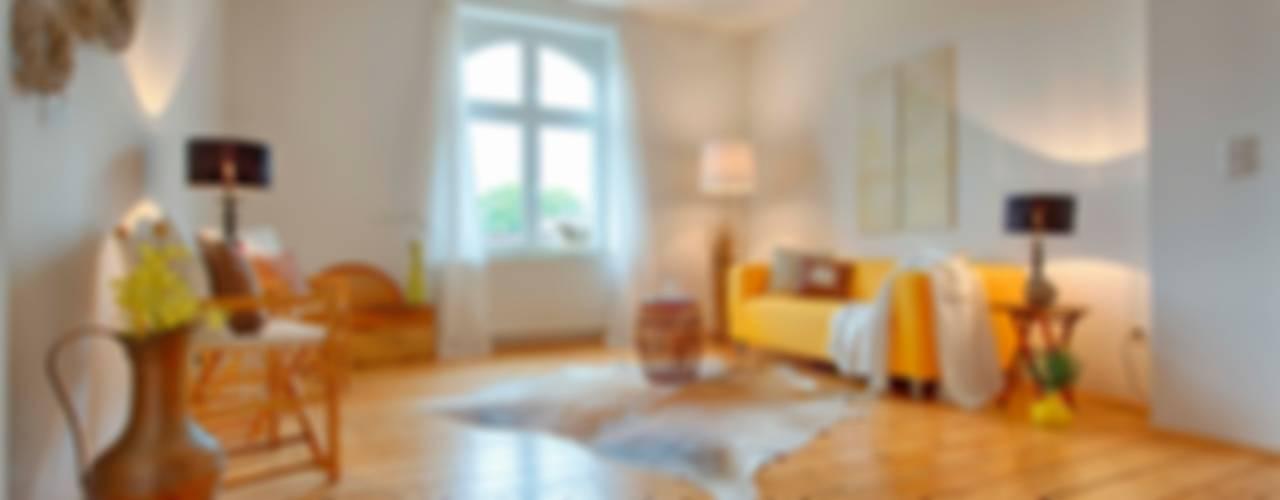 オリジナルデザインの リビング の HOMEstaging-RUHR オリジナル