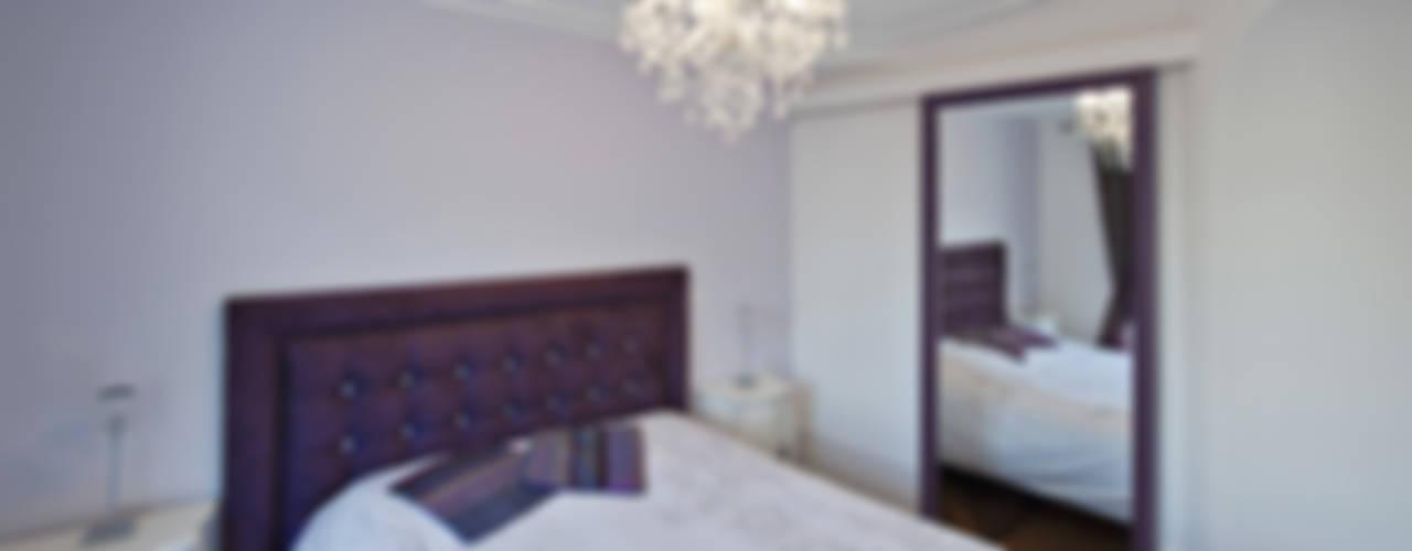 Une chambre classique avec miroir Chambre classique par Fables de murs Classique