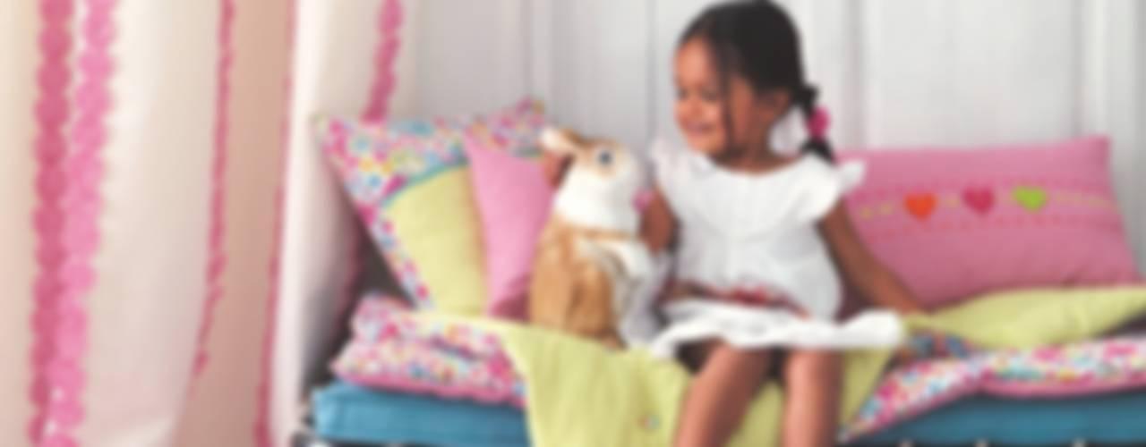 Quartos de criança ecléticos por Fantasyroom-Wohnträume für Kinder Eclético
