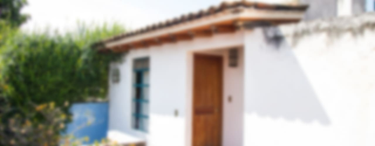 Mediterranean style house by Mikkael Kreis Architects Mediterranean