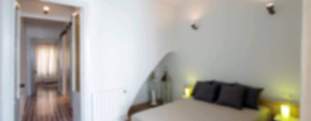 PISO TORRENT MATARÓ Dormitorios de estilo mediterráneo de Lara Pujol | Interiorismo & Proyectos de diseño Mediterráneo