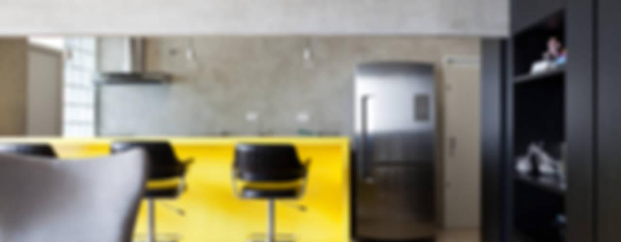 PROJETO PEIXOTO GOMIDE: Cozinhas  por Suite Arquitetos
