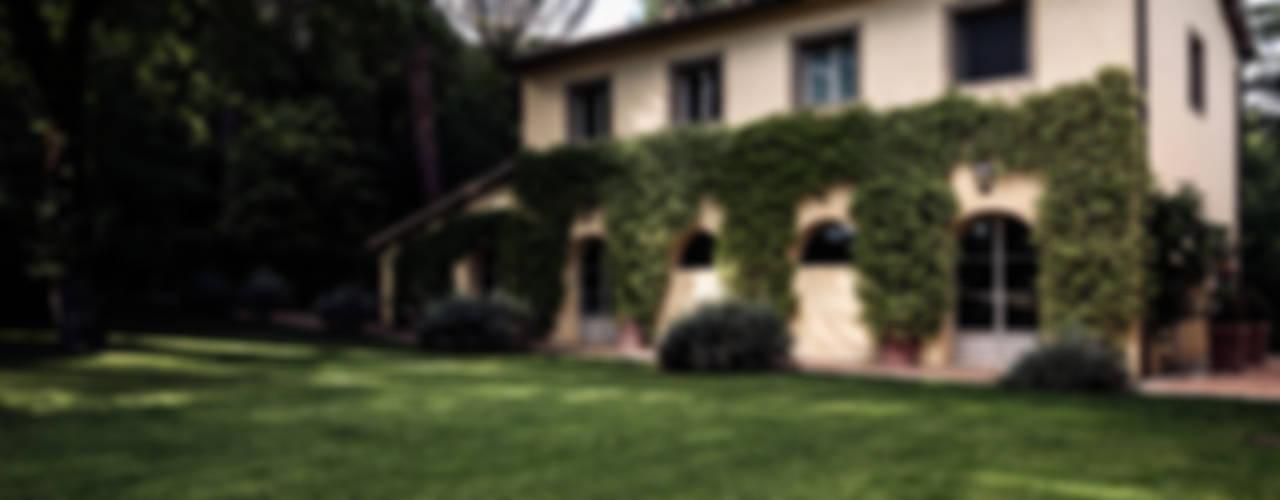 Villa in Toscana: Giardino in stile in stile Mediterraneo di Miidesign