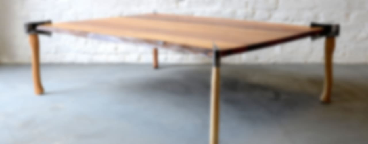 WOODSMAN AXE TABLE di Duffy London Eclettico