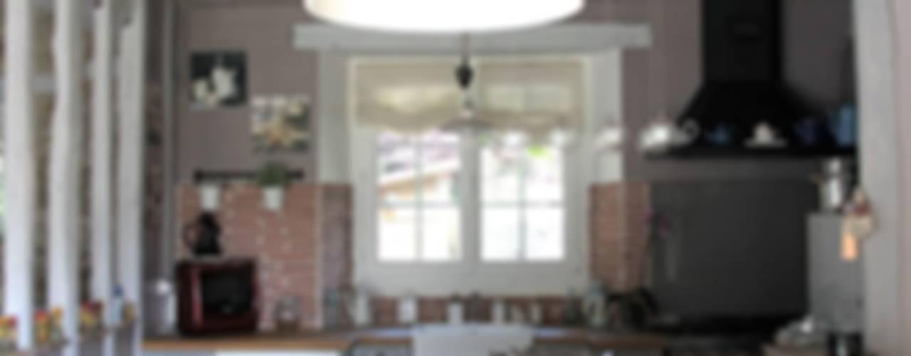 Maison dans l'Essonne Cuisine rustique par Sandra Dages Rustique