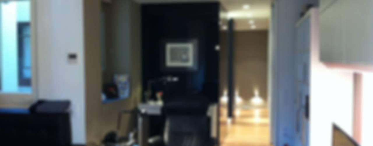 REFORMA VIVIENDA EIXAMPLE BARCELONA LLOBET interiors Salones de estilo moderno